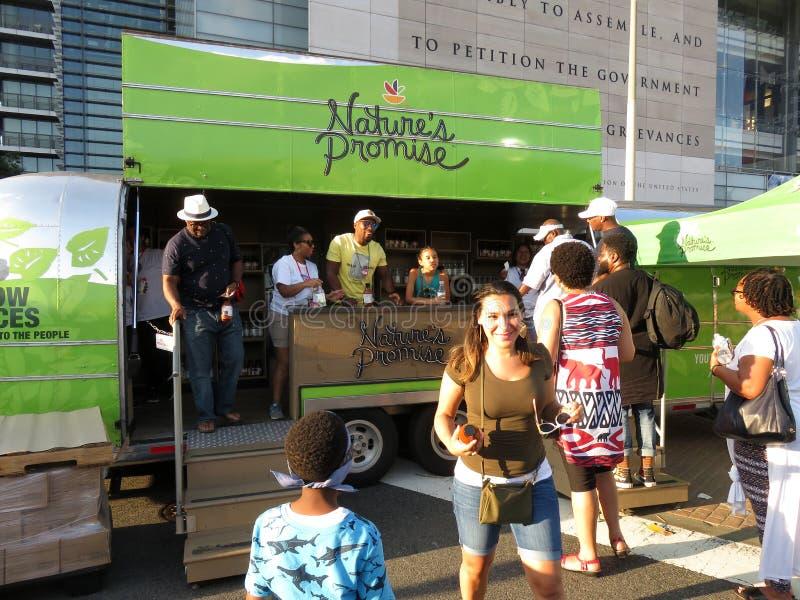 Das Versprechen-Verkäufer der Natur am Nahrungsmittelfestival im Washington DC stockfotos
