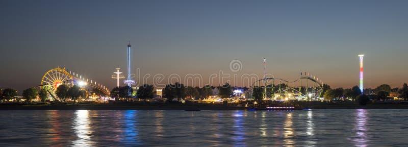 Das Volksfestival in Dusseldorf in Deutschland lizenzfreie stockbilder