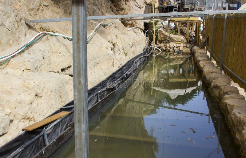 Das vor kurzem entdeckte alte Pool von Siloam in Jerusalem nah an dem Ausgang von Hezekiah-` s Tunnel stockbild