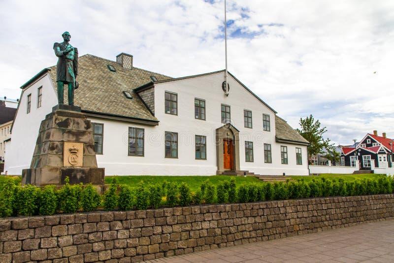 Das Weiße Haus in Reykjavik Island 10 06,2017 stockfotografie