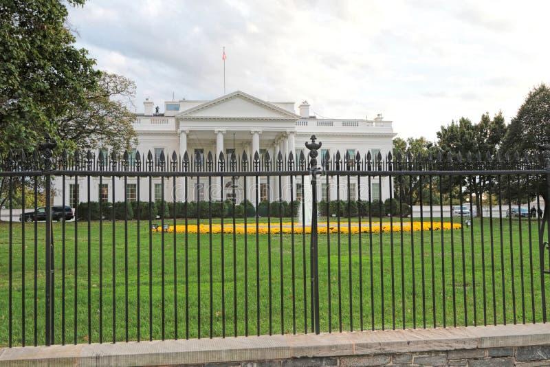 Das Weiße Haus, Washington, DC geschützt vom Geheimagenten lizenzfreie stockbilder