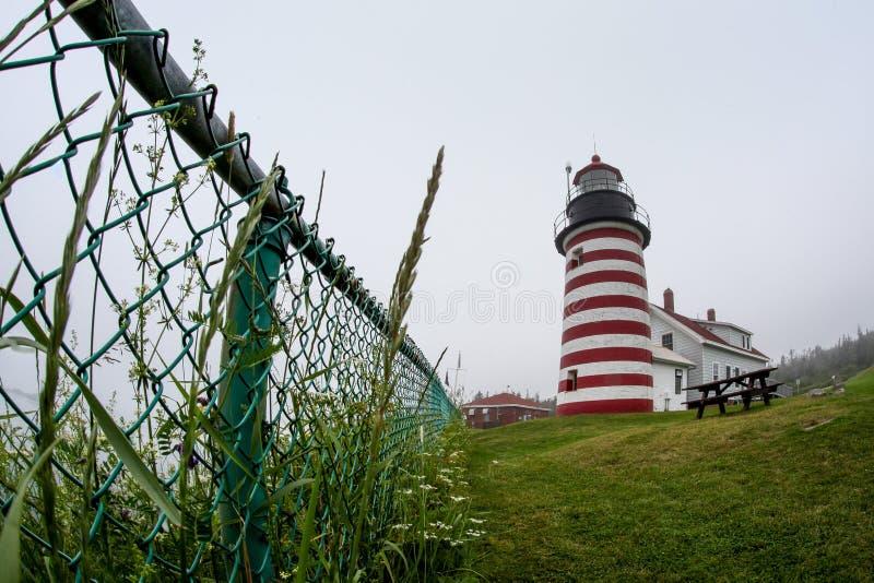 Das West-Quoddy-Kopf-Licht nahe Lubec, Maine, US ist das Ost lizenzfreie stockfotografie