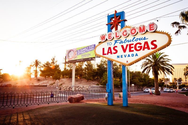 Das Willkommen zum fabelhaften Las- Vegaszeichen auf Las Vega stockbilder