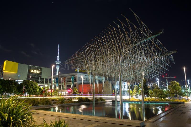 Das ` Wind-Baum `, eine große Metallskulptur in Auckland, NZ lizenzfreies stockbild