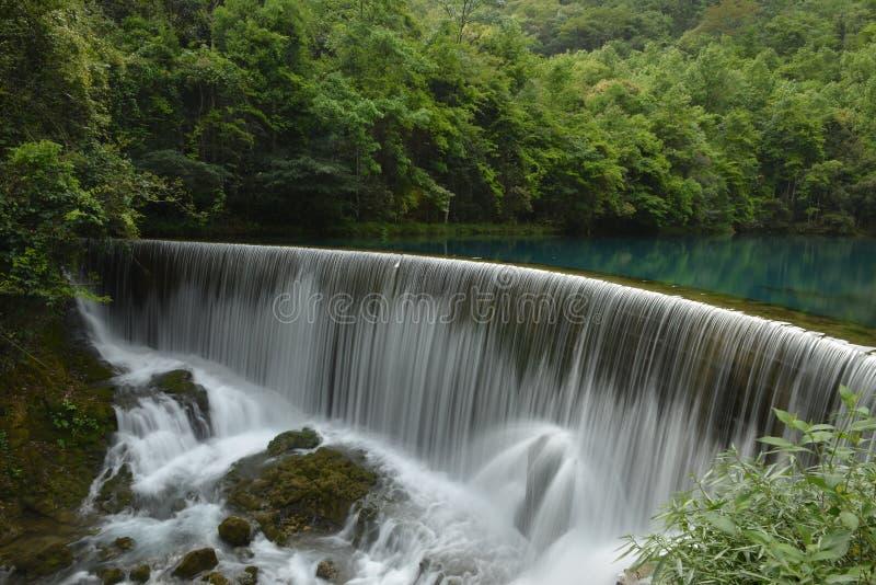 Das Wolong-Pool im kleinen Sieben-Loch Naturschutzgebiet stockbilder