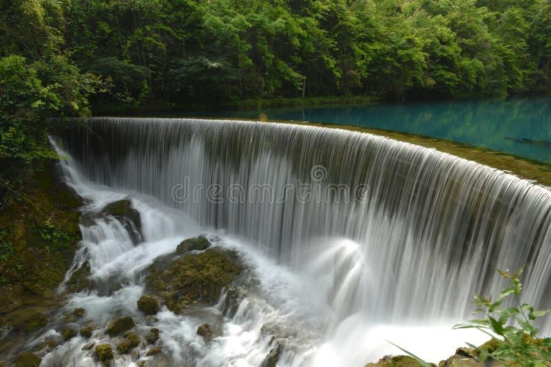 Das Wolong-Pool im kleinen Sieben-Loch Naturschutzgebiet stockbild