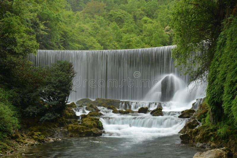 Das Wolong-Pool im kleinen Sieben-Loch Naturschutzgebiet lizenzfreie stockbilder