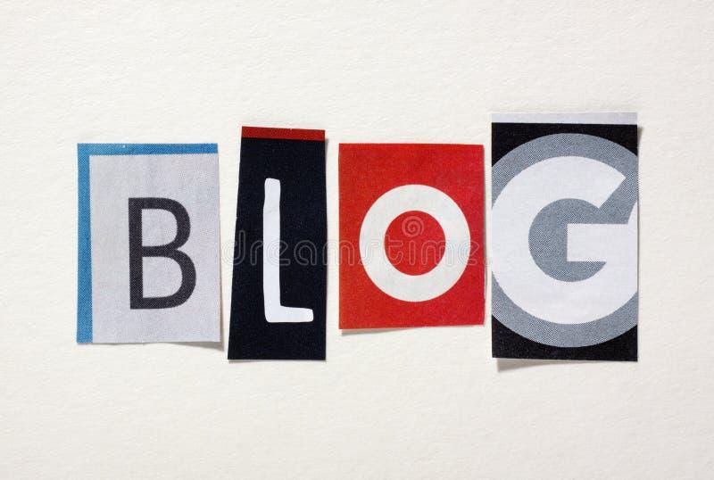 Das Wort Blog von herausgeschnittenen Zeitschriftenbuchstaben lizenzfreies stockfoto
