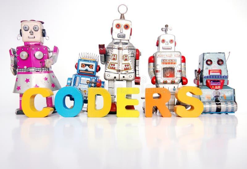 Das Wort KODIERER mit Retro- Roboterspielwaren lizenzfreies stockbild
