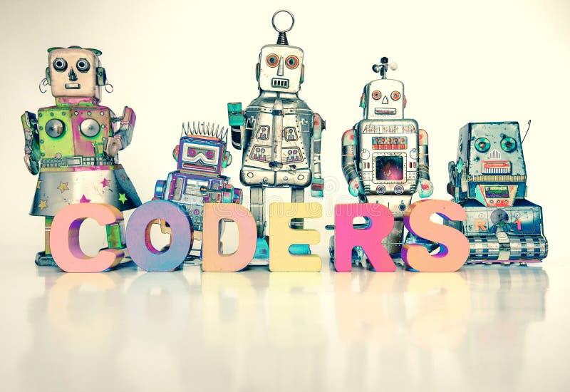 Das Wort KODIERER mit Retro- Roboterspielwaren stockfotos