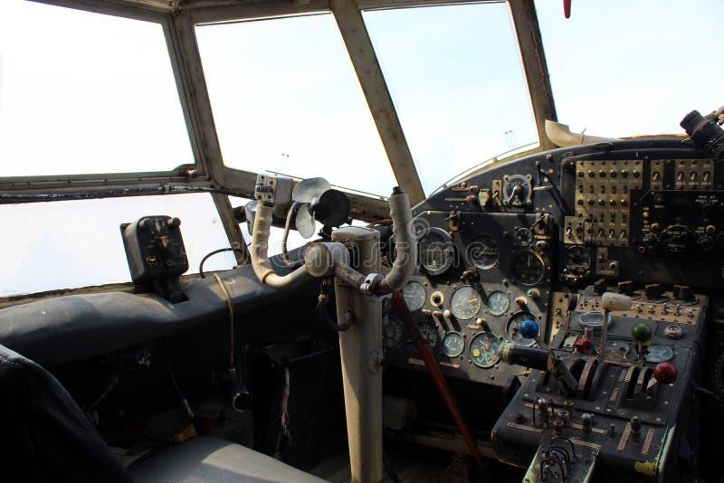 Dashboard oud vliegtuig royalty-vrije stock foto