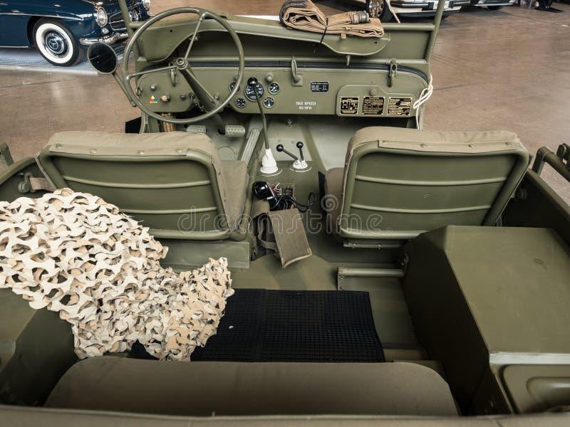 Dashboard van een oude militaire jeep stock fotografie