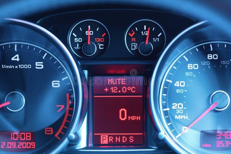 Dashboard van een sportwagen stock afbeelding