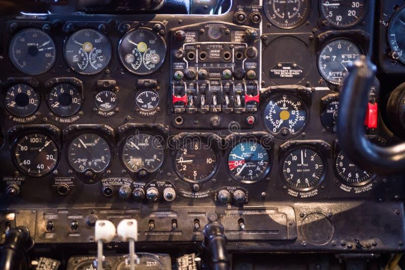 Dashboard van oude Sovjetschroefturbinevliegtuigen een-24 De vliegtuigen uit productie in 1979 royalty-vrije stock foto