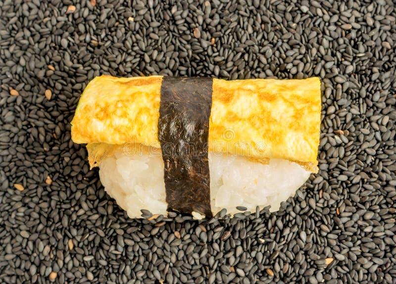 Dashimaki Tamago of de Japanse Sushi van Omeletnigiri royalty-vrije stock fotografie