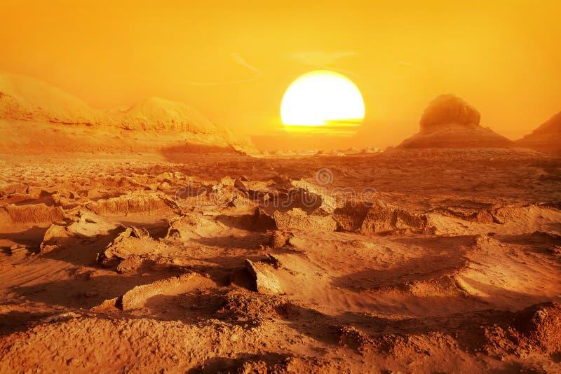 Dasht-e Lut deser - det varmmaste stället på jord Solnedgång i öknen iran persia royaltyfria foton