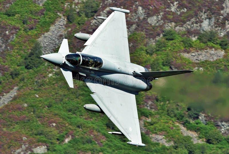 Dassault Rafale jaktflygplanflygparad på en blå himmel royaltyfri bild