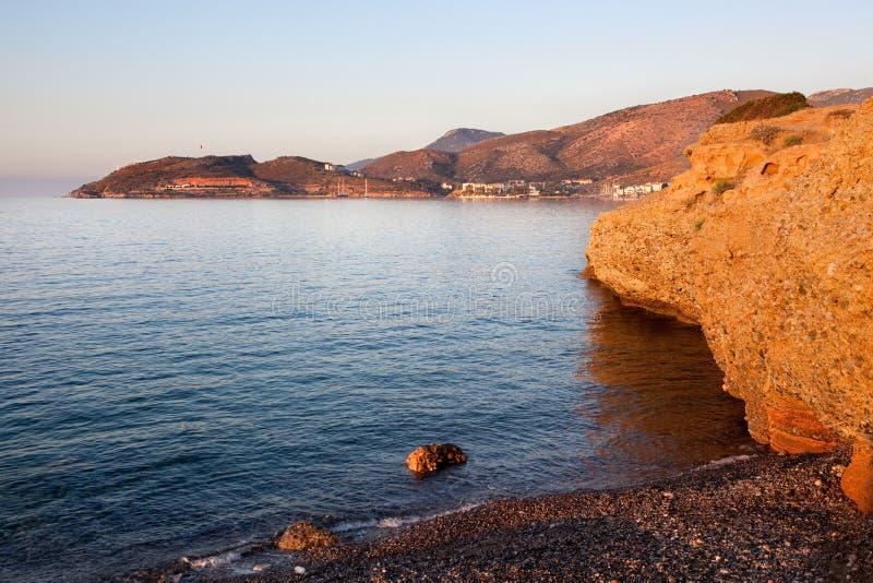 Datça town med berg och det Aegean havet. Turkiet arkivfoton