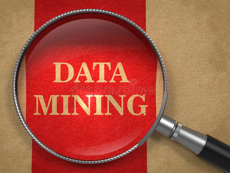 Data mining tramite la lente d'ingrandimento fotografie stock