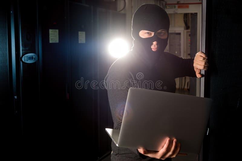 datacenter的黑客 库存照片