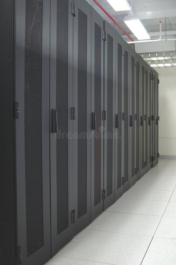 Datacenter - schone rij van rekken royalty-vrije stock afbeelding