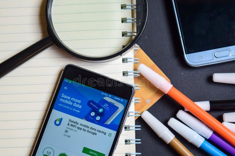 Datally: Bewegliche Dateneinsparung u. Wifi durch Google-APP auf Smartphone-Schirm lizenzfreie stockbilder