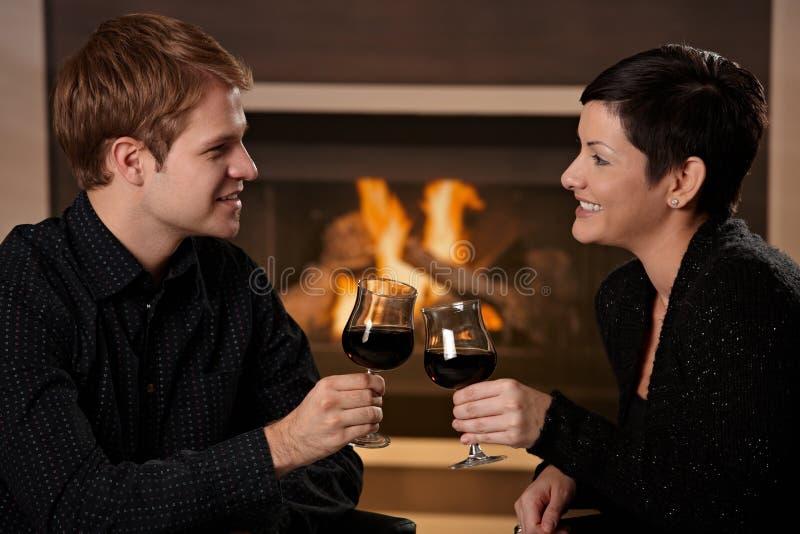 Datar romântico dos pares fotografia de stock royalty free