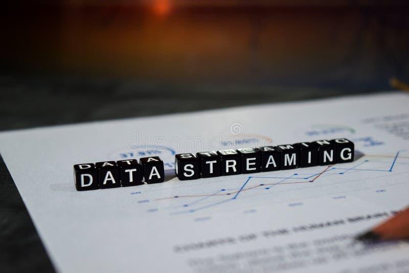 Datatryckning på träkvarter Begrepp för nätverkande för överföringsanslutningsteknologi fotografering för bildbyråer