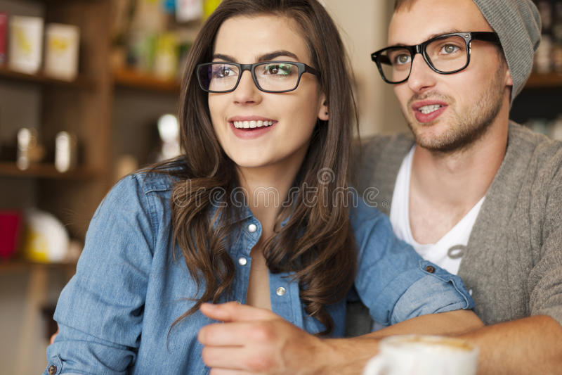 Date au café photo libre de droits