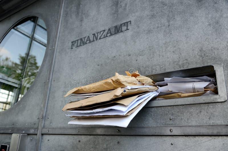 Date-butoir de retour de recette fiscale de service des impôts britannique images stock