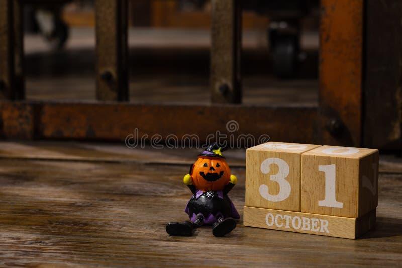 Date civile de 31 Octorber, vacances de Halloween avec le jouet de potiron image stock