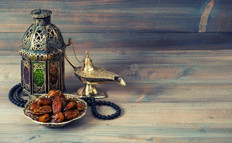 Date, lanterna araba e rosario Festa islamica fotografia stock libera da diritti