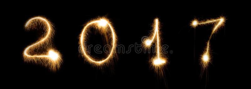Date rougeoyante lumineuse de nombre de lettrage de police de la veille de nouvelles années de cierge magique de feu d'artifice images stock