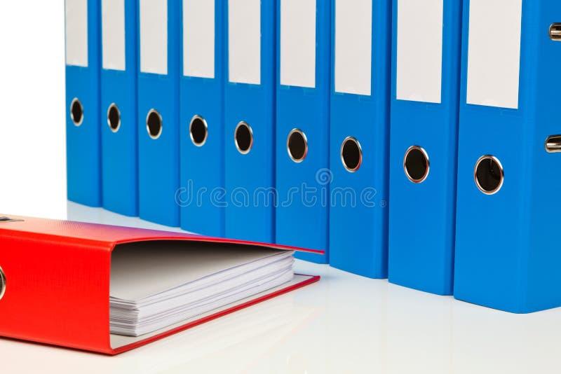 Dateiordner mit Dokumenten und Dokumenten stockbild