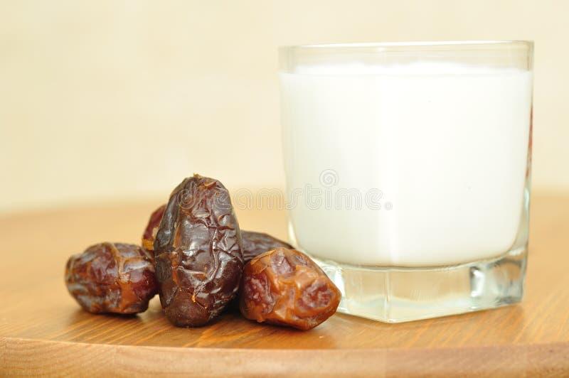 Daten und Milch. stockfoto