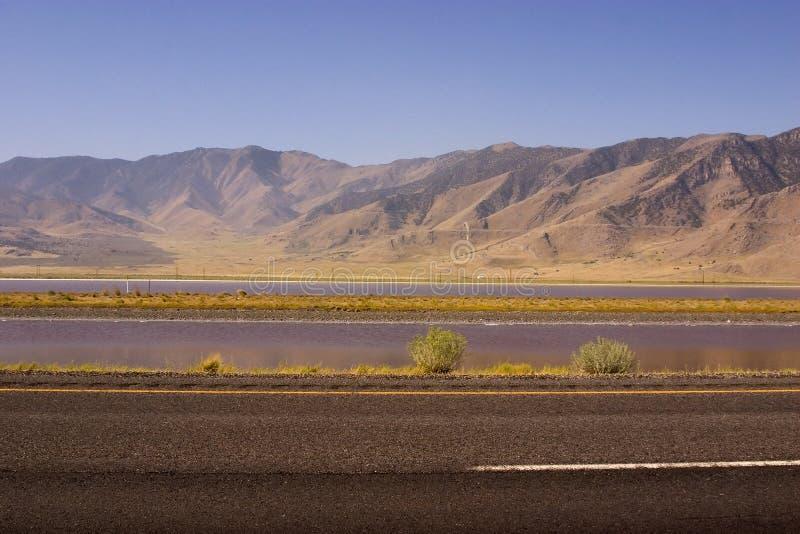 Datenbahn durch den Berg stockfoto