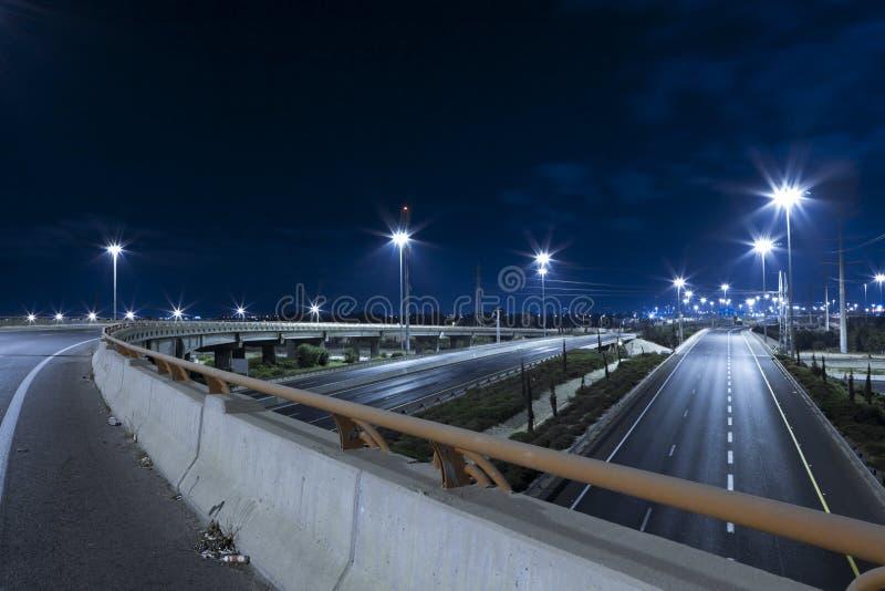 Datenbahn nachts lizenzfreie stockbilder