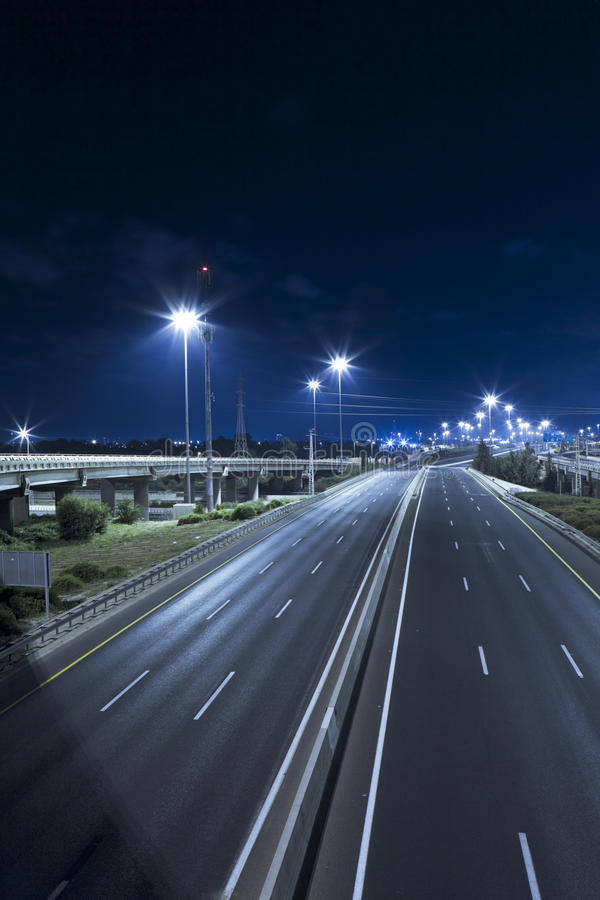 Datenbahn nachts lizenzfreies stockfoto