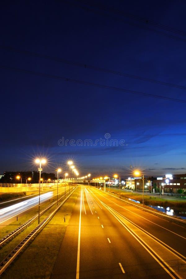 Datenbahn nachts stockfotografie