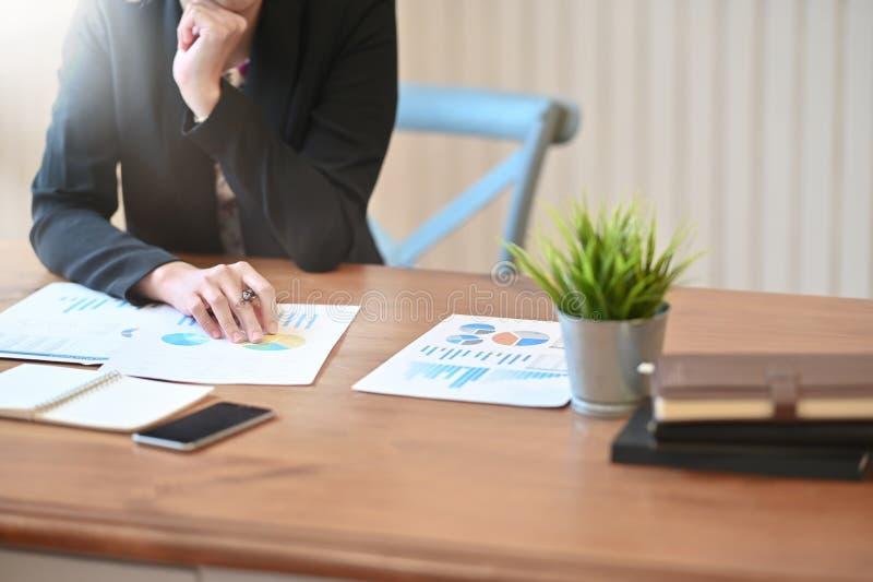 Datenblatt zur Analyse von Unternehmensabschlüssen lizenzfreies stockfoto