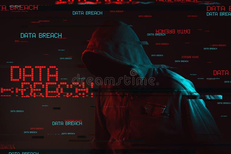 Datenbruchkonzept mit gesichtsloser mit Kapuze männlicher Person stockfotografie
