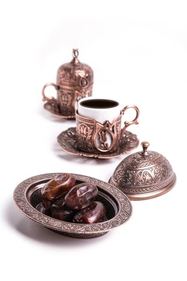 Dates et tasses de café turc images libres de droits