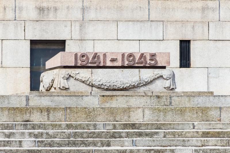 Datieren Sie wenn Anfangs- und Enden Kriegs-Welt II für die Sowjetunion am Denkmal die Sowjetunions-Zweiten Weltkrieges, das in B stockfoto