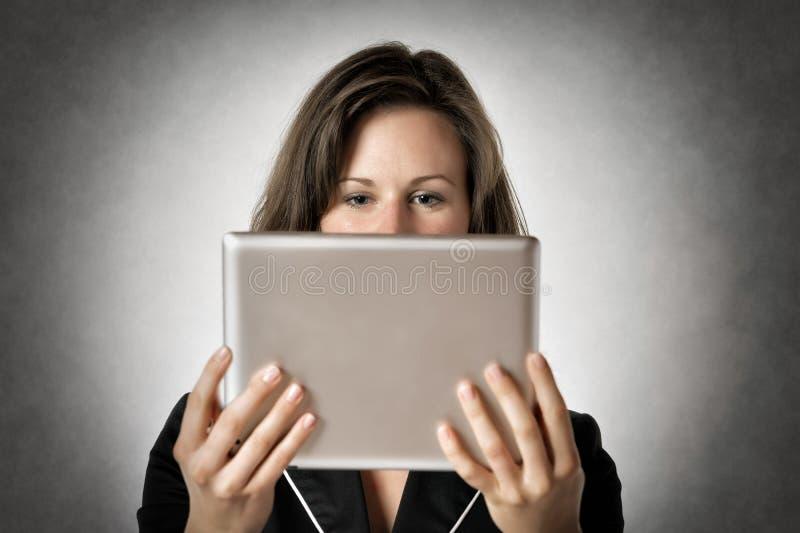 Dator för minnestavla för affärskvinna arkivfoto