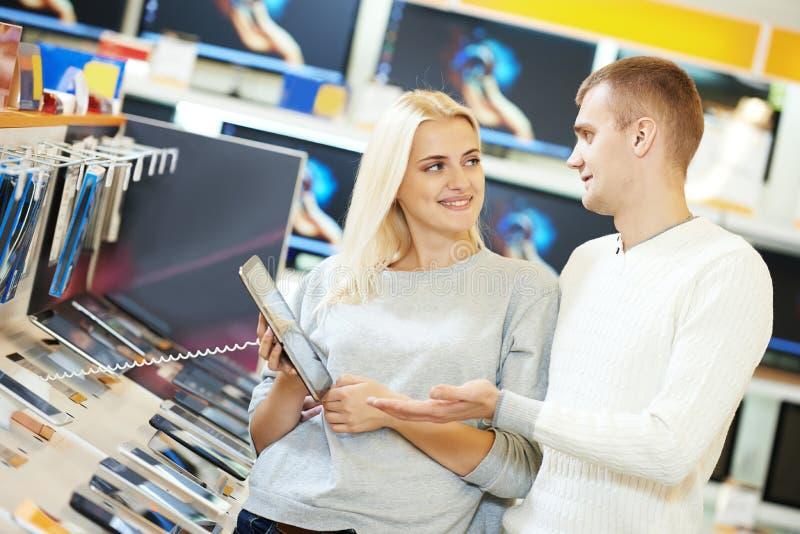 Dator för shoppingelektronikminnestavla royaltyfria bilder