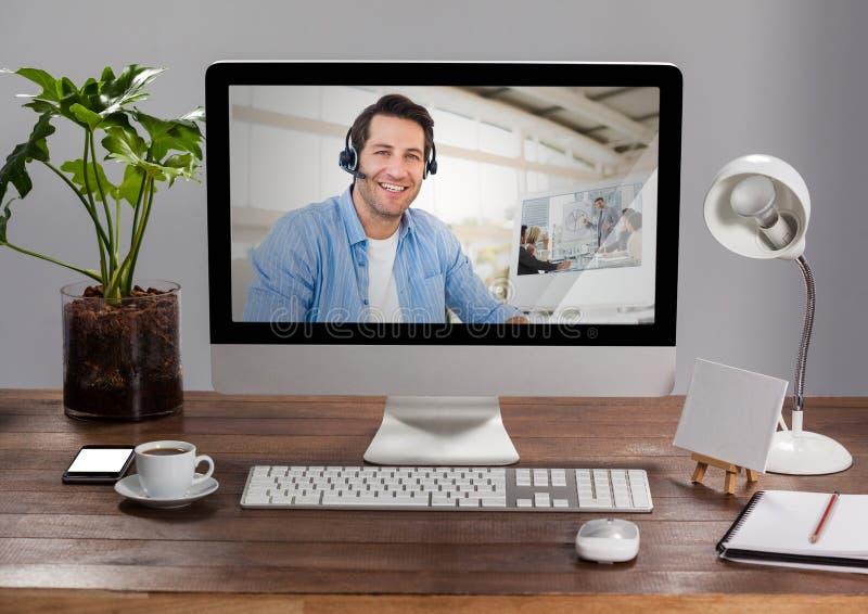 Dator med den videopd kallande pratstundskärmen royaltyfri bild