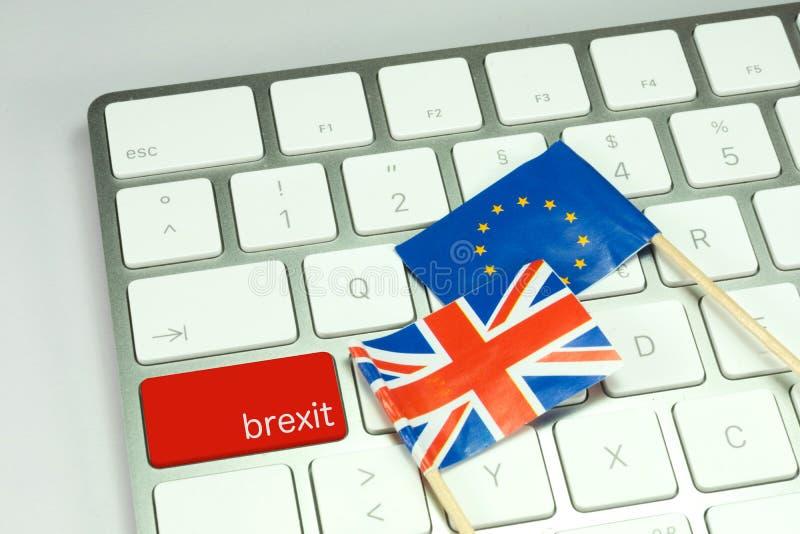 Dator med en knapp för Brexiten royaltyfria foton