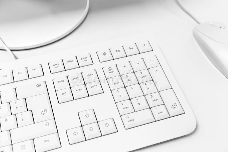 datorbegreppet skriver in interrrogation som den key tangentbordfrågan byter ut yellow royaltyfri bild