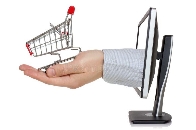 Datorbildskärm och hand med shoppingvagnen fotografering för bildbyråer