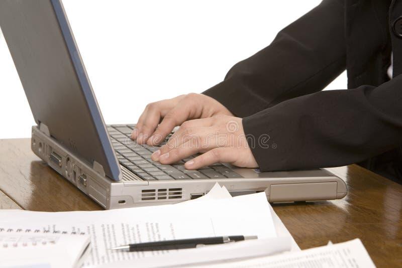 datoren hands s-kvinnan arkivbild